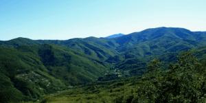 1200px-Panoramica_di_Bormida_e_del_Monte_Settepani-e1487155834910